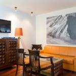 Apartman pro 4 os. s 1 ložnicí s výhledem na hory na poschodí