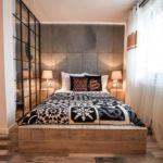 Fürdőszobás síkképernyős tv franciaágyas szoba