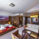 Erkélyes Deluxe kétágyas szoba (pótágyazható)