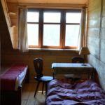 Camera tripla cu vedere spre munte
