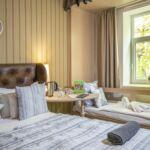 Camera dubla standard Plus cu vedere spre padure (se poate solicita pat suplimentar)