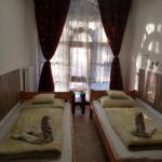 Udvarra néző földszinti kétágyas szoba