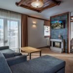 Apartament 6-osobowy z balkonem z 3 pomieszczeniami sypialnianymi (możliwa dostawka)