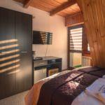 Hegyekre néző balkonos kétágyas szoba