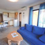 Apartament la parter cu aer conditionat cu 1 camera pentru 2 pers. (se poate solicita pat suplimentar)