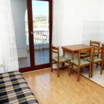 Apartament cu aer conditionat cu vedere spre mare cu 1 camera pentru 4 pers. A-9693-a