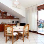 Apartament cu aer conditionat cu vedere spre mare cu 2 camere pentru 6 pers. A-12760-c