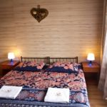 Balkonos Standard Plus háromágyas szoba