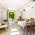 Apartman s klimatizací pro 5 os. se 2 ložnicemi s výhledem do zahrady