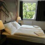Camera twin superior cu cadita de dus (se poate solicita pat suplimentar)
