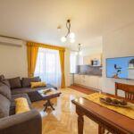 Apartament cu bucatarie proprie cu aer conditionat pentru 2 pers. (se poate solicita pat suplimentar)