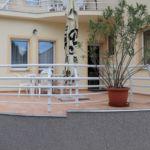 Apartament la parter cu vedere spre gradina cu 2 camere pentru 4 pers. (se poate solicita pat suplimentar)