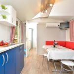Apartament cu aer conditionat cu vedere spre mare cu 2 camere pentru 4 pers. A-5904-e