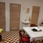 Földszintes saját konyhával négyágyas szoba (pótágyazható)