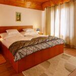 Pokoj s manželskou postelí v podkroví  (s možností přistýlky)