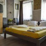 Camera tripla cu aer conditionat cu terasa (se poate solicita pat suplimentar)