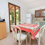 Apartament cu terasa cu vedere spre mare cu 1 camera pentru 4 pers. K-8164