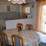 Apartament cu aer conditionat cu vedere spre mare cu 2 camere pentru 5 pers. A-15983-b