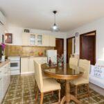 Apartman s klimatizací s terasou pro 4 os. se 2 ložnicemi A-16086-a