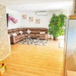 Apartament cu aer conditionat cu vedere spre mare cu 4 camere pentru 10 pers. K-16199