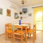 Apartament cu aer conditionat cu vedere spre mare cu 2 camere pentru 6 pers. A-16656-b