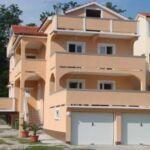 Apartament cu aer conditionat cu balcon cu 2 camere pentru 6 pers. A-16680-a