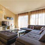 Apartament 6-osobowy z klimatyzacją z tarasem z 3 pomieszczeniami sypialnianymi K-16800