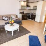 Apartament 6-osobowy z klimatyzacją z tarasem z 2 pomieszczeniami sypialnianymi A-17110-i