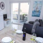 Apartament 4-osobowy z klimatyzacją z tarasem z 1 pomieszczeniem sypialnianym A-17221-b