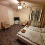 Camera tripla standard la etaj (se poate solicita pat suplimentar)