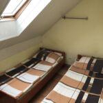 Camera twin cu baie comuna cu chicineta comuna