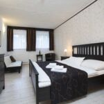 Premium Twin Room with Shower (extra beds available)