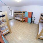 Camera cvadrupla cu terasa cu chicineta comuna (se poate solicita pat suplimentar)
