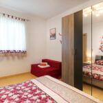 Tengerre néző légkondicionált 12 fős apartman 6 hálótérrel K-9660