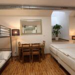 Dormitory pat in dormitor comun cu cadita de dus
