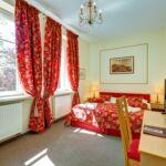 Kertre néző emeleti kétágyas szoba (pótágyazható)