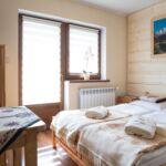 Pokoj s balkónem s manželskou postelí na poschodí