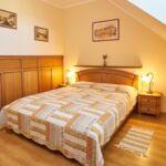 Manzárd Pokoj s manželskou postelí v podkroví