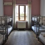 Восьмиместный номер 1 кровать / по койко место можно забронировать с общей ванной комнатой