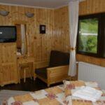 Camera dubla la etaj cu vedere spre munte (se poate solicita pat suplimentar)