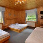 Pokój 4-osobowy Standard z prysznicem (możliwa dostawka)