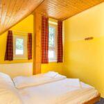 Zweibettzimmer mit Dusche