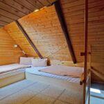 Zuhanyzós négyágyas szoba
