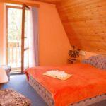 Zuhanyzós Standard háromágyas szoba