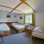 Zuhanyzós háromágyas szoba