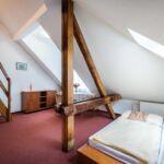 Tetőtéri zuhanyzós négyágyas szoba