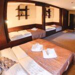 Vierbettzimmer mit Dusche