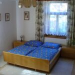 Camera tripla cu chicineta comuna (se poate solicita pat suplimentar)