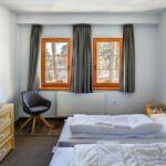 Erdgeschosses Zweibettzimmer mit Aussicht auf den Wald (Zusatzbett möglich)