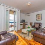 Apartament la etaj cu vedere spre mare cu 3 camere pentru 5 pers.